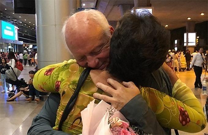 Lan met Ken at Tan Son Nhat International Airport on September 12, 2019. Photo by VnExpress/Hien Duc.