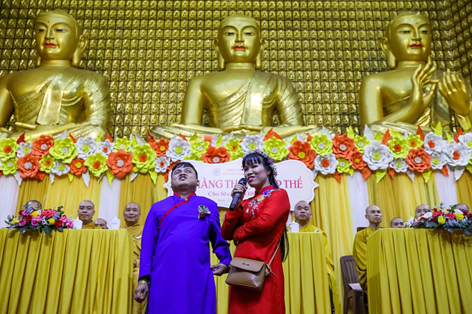 As representatives, Thu Thuy (R) and Quoc Ho swore to love each other as theyve sworn before the Buddha.I wish that no one else in this world would ever be disabled again, and for everyone to be happy, Thuy prayed.