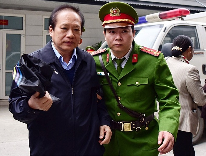 Former Minister of Information and Communications Truong Minh Tuan at the court yard, December 20,2019. Photo by VnExpress/Giang Huy.