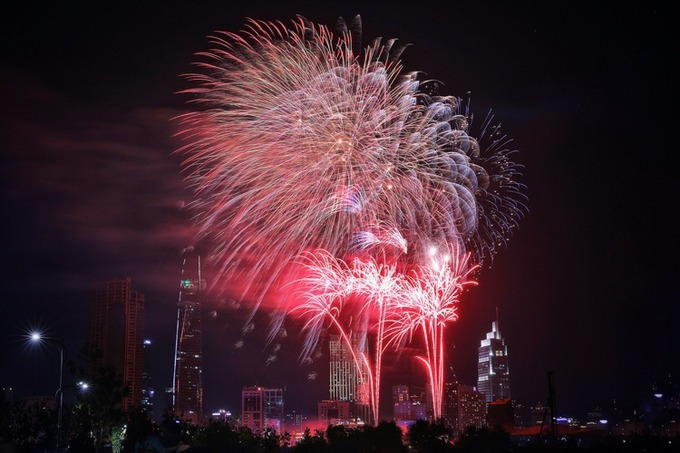 Fireworks blow up over the Saigon sky near midnight. Photo by Huu Khoa