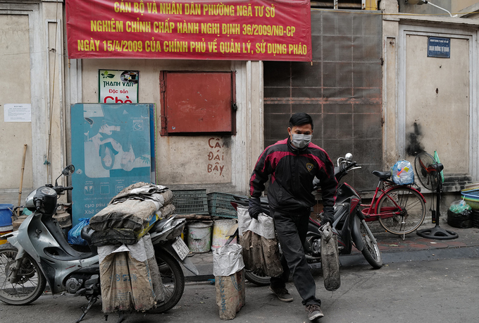 Lieu uses his own motorbike to make deliveries. Most of the buyers are his loyal clients living in the neighbourhood.