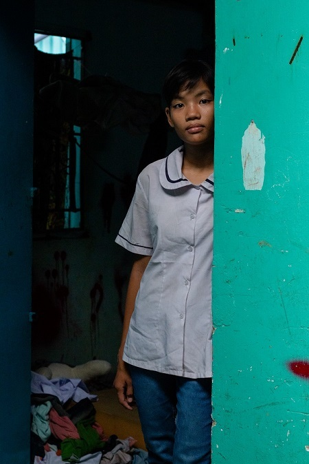 Chau stands outside of her familys lodging. Photo by VnExpress/Tran Thanh.