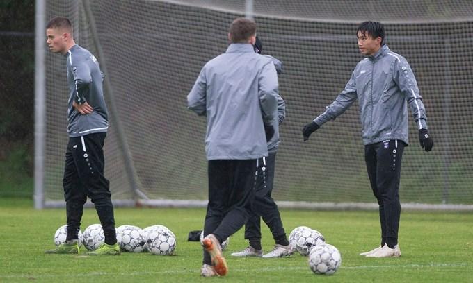 Van Hau overcoming communication struggles in Holland: coach