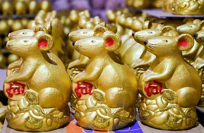 A gold mouse statue costs from VND30,000 to 80,000 ($1.3-3.5) depending on the size.
