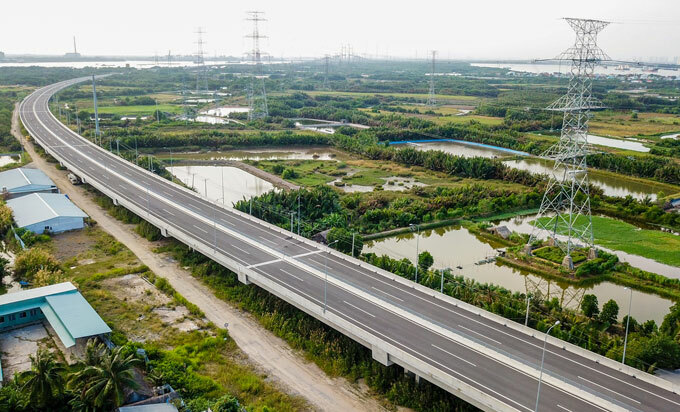 [Caption] A section of the Long Thanh - Ben Luc Expressway which connects Ho Chi Minh City with the southern provinces of Long An and Dong Nai. Photo by VnExpress/Quynh Tran.