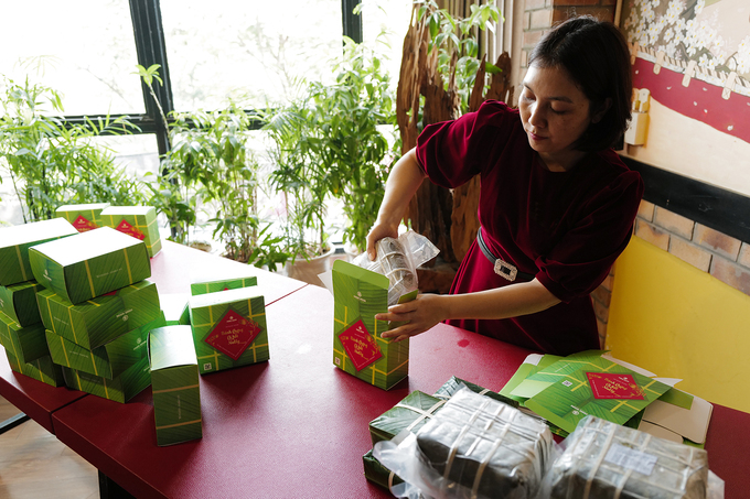 The cakes are then pressed, left to cool down before being vacuum packaged and stored in boxes. The facility plans to sell around 1,000 salmon-filled cakes this Lunar New Year Festival.