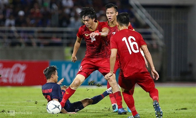 Vietnam (red) play Thailand in a 2020 World Cup qualification match on September 5, 2019. Photo by VnExpress/Lam Thoa.