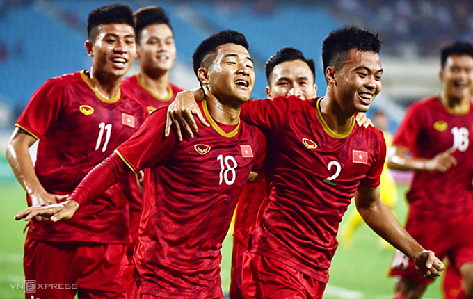 Vietnam celebrate their 6-0 victory at the AFC U23 Championship qualification match against Brunei in Hanoi, March 22, 2019. Photo by VnExpress/Giang Huy.