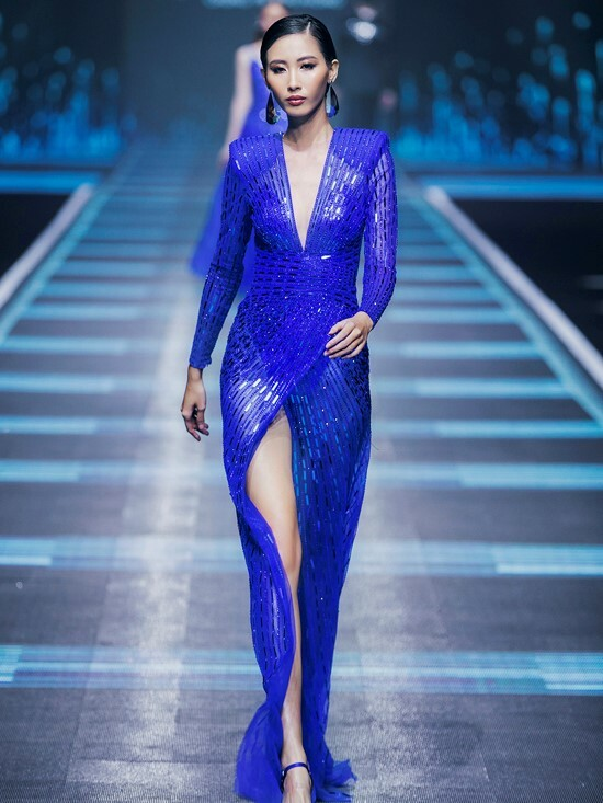 A model shines in a blue thigh-high slit with crystal ornaments. According to Pantone, classic blue brings a sense of peace and tranquility to the human spirit, offering refuge.