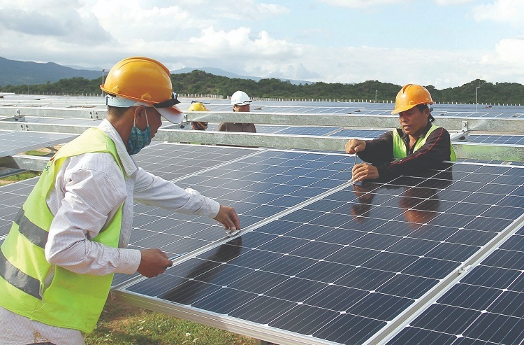Workers install solar power panels at a solar power plant in Binh Phuoc Province, southern Vietnam. Photo by Binh Phuoc Newspaper.