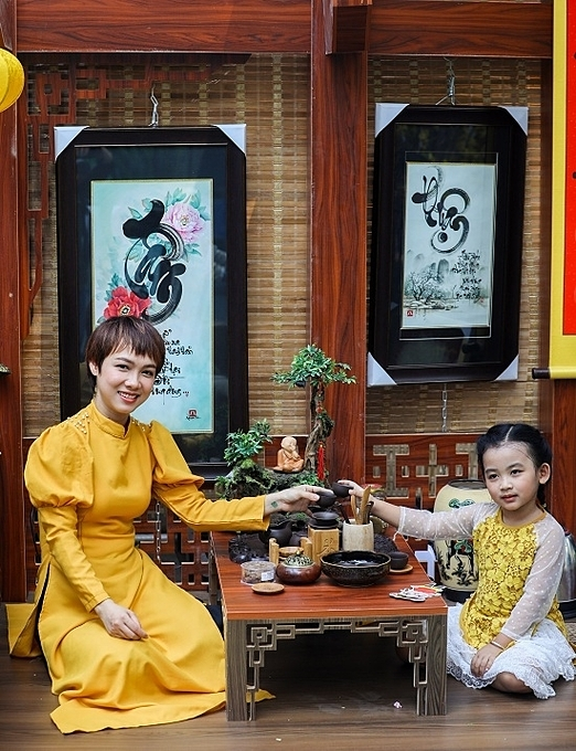 Corners decorated with typical Lunar New Year motifs have become a prop for people to take photographs.