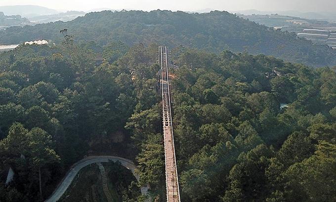 Da Lat stops construction of unauthorized glass bridge