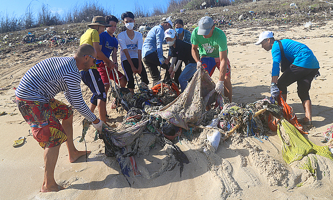 Russian surfer spearheads central Vietnam beach clean-up