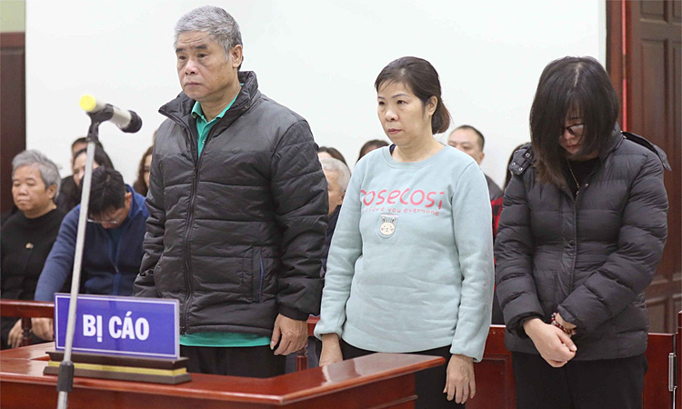 (From L) Doan Quy Phien, Nguyen Bich Quy, and Nguyen Thi Thuy stand trial in Hanoi, January 14, 2019. Photo by Vietnam News Agency.