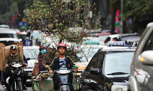 Tet crowds worsen traffic congestion in Hanoi