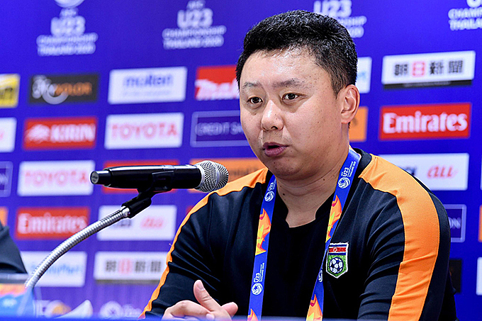 North Korea coach Ri Yu-li pointed out the reason behind Vietnams defeat in the post-match conferenece on January 16. Photo by VnExpress/Duc Dong.