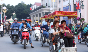Hanoi trails regional tourist hubs in attracting visitors