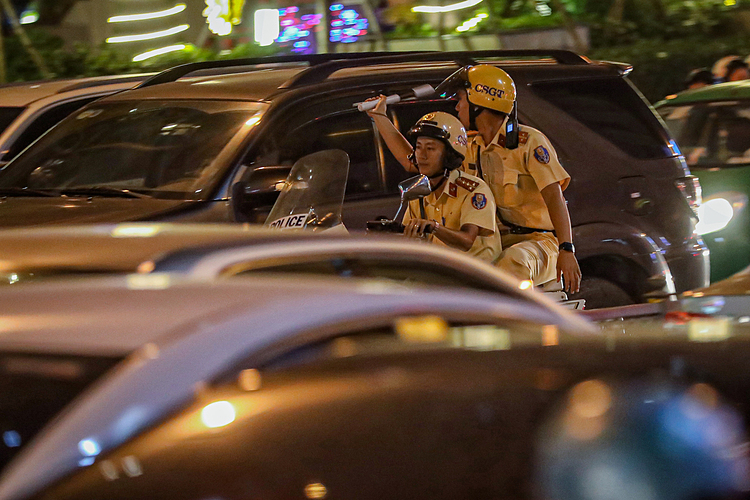 Traffic police show up on Nguyen Van Troi Street to regulate traffic during rush hours.
