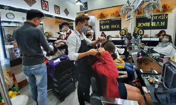 Hanoi salons overrun by festival rush