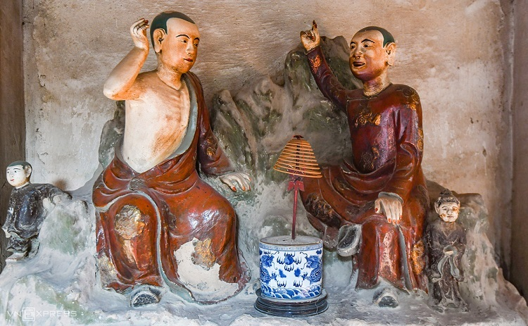 Other temples with terracotta idols, though fewer in number, are Dau Pagoda (Bac Ninh Province), Dat Set Pagoda (Soc Trang Province) and Mia Pagoda (Hanoi).