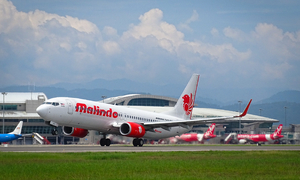 Malaysian carrier's tire explodes at Hanoi airport