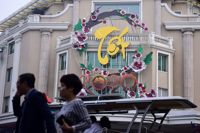 A decorative ornament with the word Tet, or the Vietnamese Lunar New Year Festival, is placed in front of a mall in Hoan Kiem District.