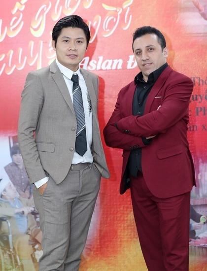 Musician Nguyen Van Chung (left) and singer Aslan Duc. Photo by VnExpress/Hoa Nguyen.