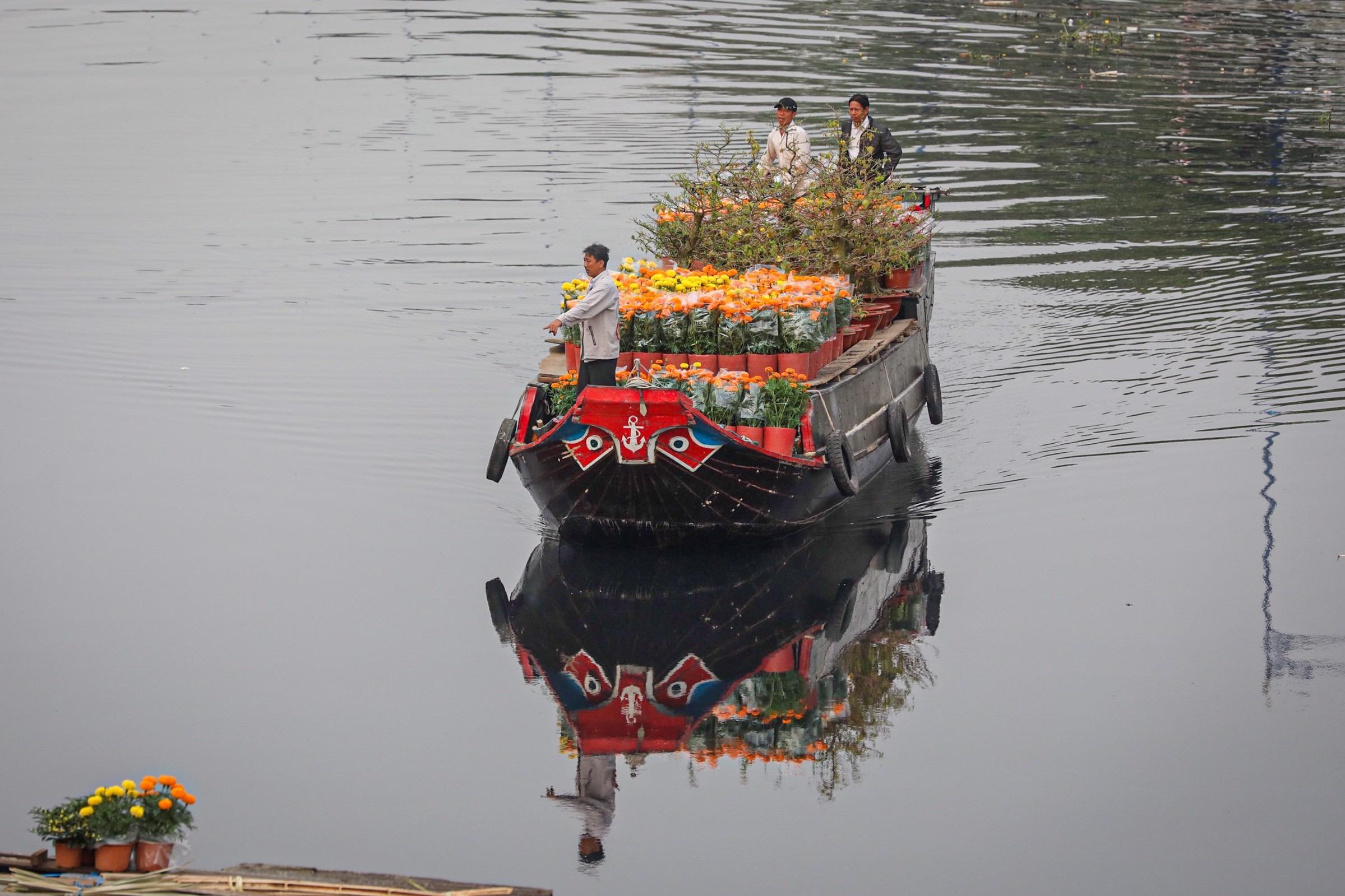 Saigon's floating flower market blooms for Tet alone