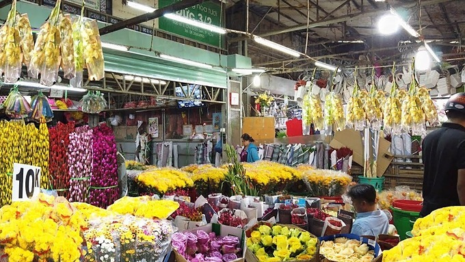 Dam Sen flower market in District 11 is also popular with Saigonese during Tet buying spree. Photo acquired by VnExpress.