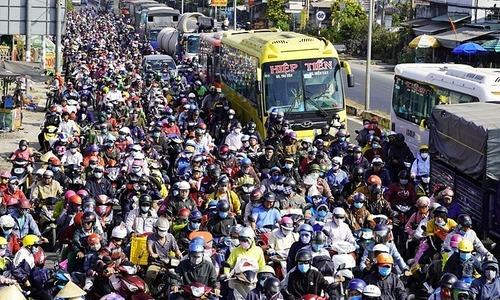 Saigon's Tet exodus: it's a rush, but real slow