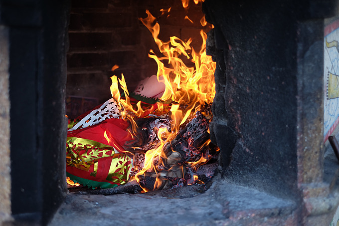 In Vietnam, joss paper is burned as offerings to the deceased in certain occasions, including the Lunar New Year Festival. Illustration photo by Shutterstock.