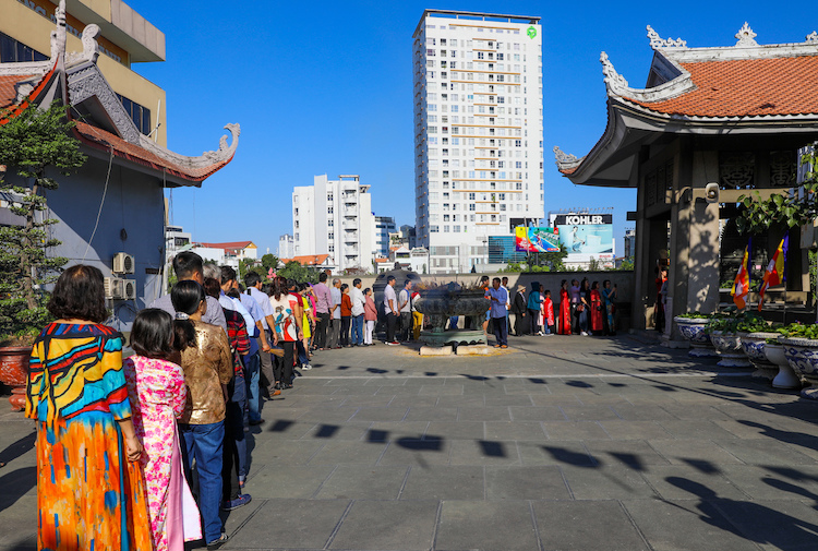 Saigoneers ring-in new year's fortune with a bell
