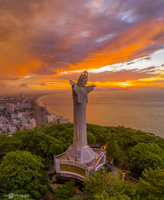 The statue of Jesus Christ during sunrise at the southern beach town Vung Tau. Built in 1974, it took 19 years to complete the statue. Located on a height of 200 meters, this is an ideal place to get a full view of Vung Tau when you climbed 133 steps of the spiral stairs inside the statue.