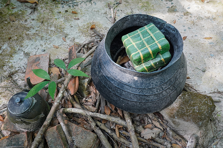 Banh chung (square sticky rice cake), a signature Tet food, was also made by the workers in the woods.