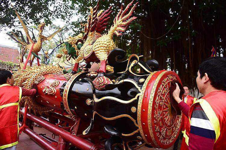 On Tuesday or the fourth day of the Lunar New Year, Dong Ky villagers in Bac Ninh Province rejoiced in their annual festival with hundreds of participants.
