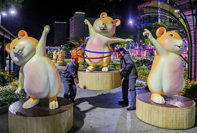 Statues of giant rats, mascots of the Year of the Rat, will be transported onto cars and reused in tourist areas such as Dam Sen in District 11, Van Thanh and Binh Quoi in Binh Thanh District.