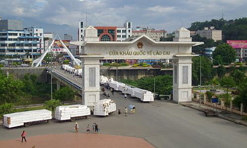 10 feverish Vietnamese quarantined in China border province