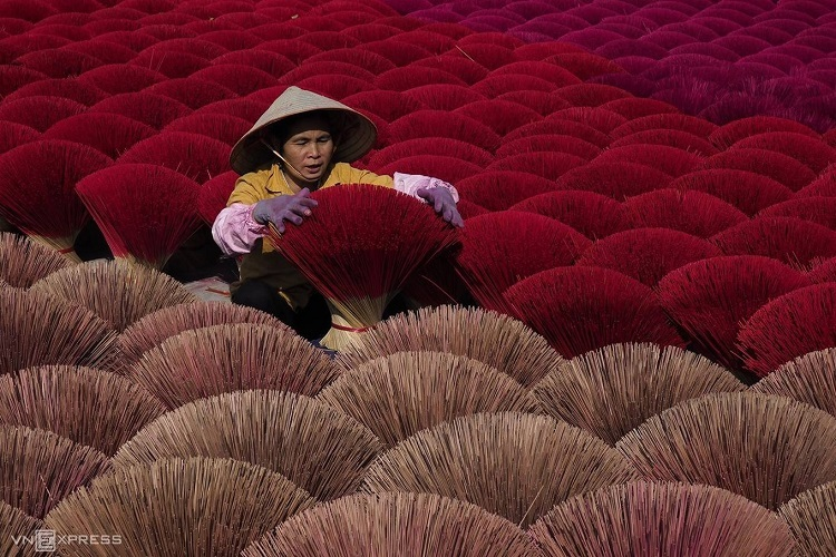A worker arranges incense sticks in Quang Phu Cau Village, Hanoi, where families have been making incense for over 100 years. Photo by Huy Le.