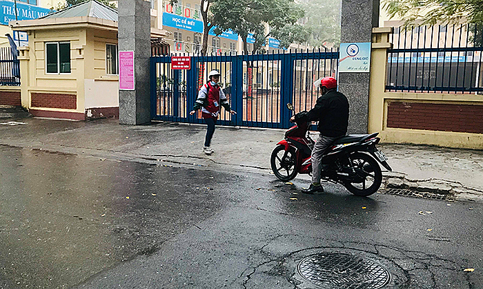 A student at a secondary school in Hanois Nam Tu Liem District did not know about the closure notice until Monday morning. Photo by VnExpress/Hai Hien.