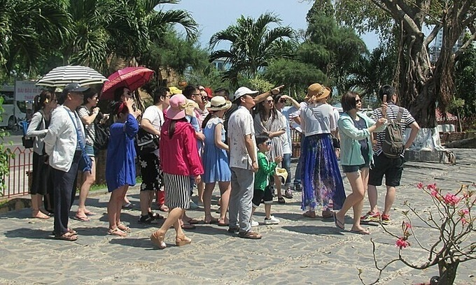 Thousands of Chinese stuck in central Vietnam province after suspension of flights