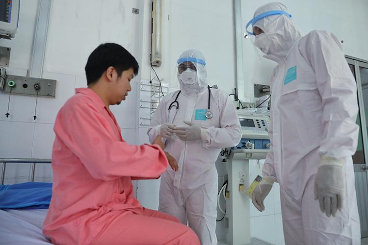 Chinese patient Li Zichao receives treatment at Cho Ray Hospital in HCMC February 3, 2020. Photo by VnExpress/Huu Khoa