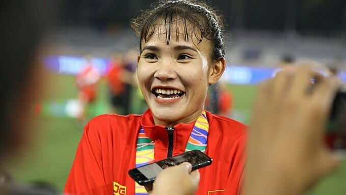 Chuong Thi Kieu speaks to the press after helping the Vietnamese womens football team win the gold medal at the 30th SEA Games in December, 2019. Photo courtesy of VTV.