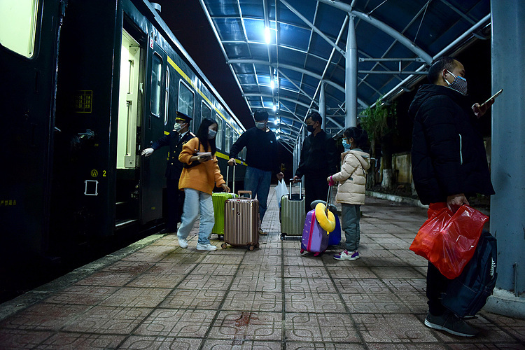 Gia Lam Railway Station had its last departure for Nanning at 0:55 a.m. Tuesday, after which it will halt all ticket sales to China.