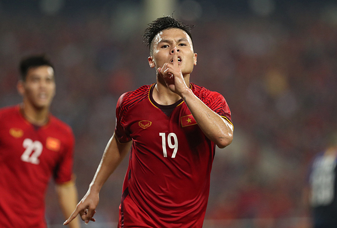 Vietnamese midfielder Nguyen Quang Hai celebrates his goal at Asian Cup 2019. Photo by VnExpress/Duc Dong.