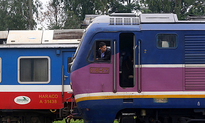 Red light for Vietnam-China passenger trains, green for cargo trains