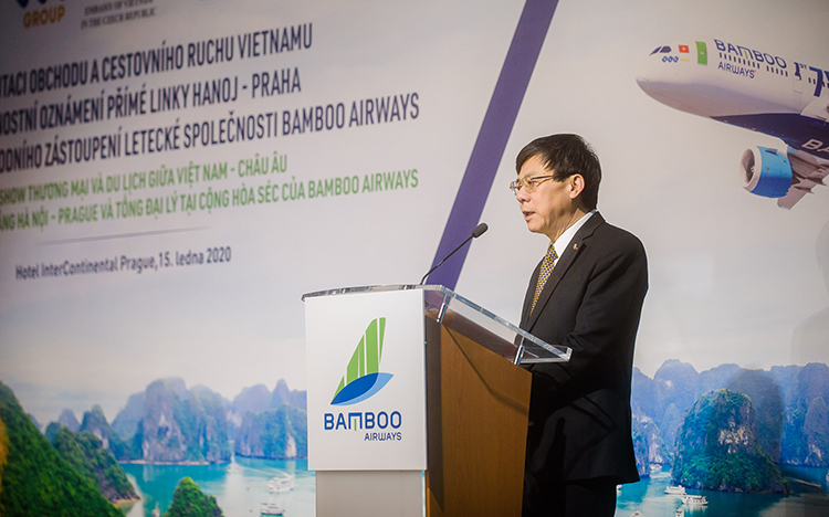 Vietnamese Ambassador to Czech Republic, Ho Minh Tuan at signing ceremony between Bamboo Airways and Prague International Airport