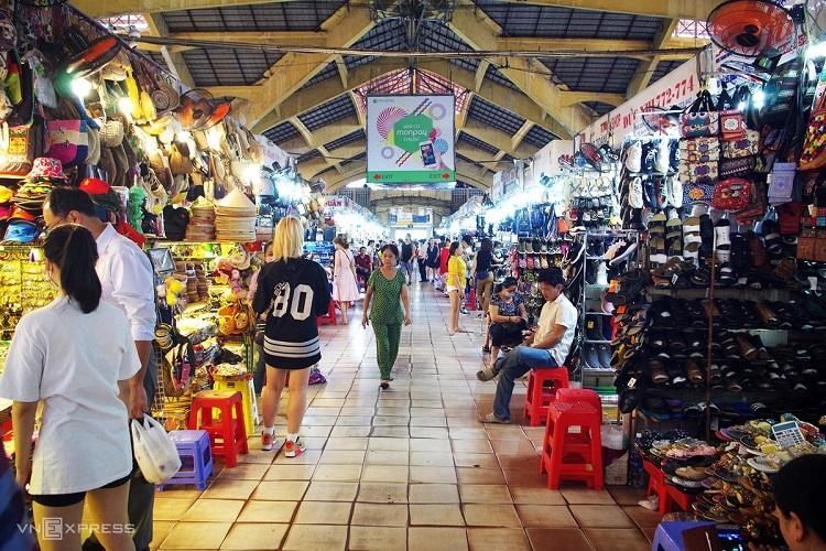 Saigon travel destinations less busy as coronavirus looms