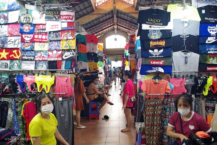 Saigon travel destinations less busy as coronavirus looms - 1