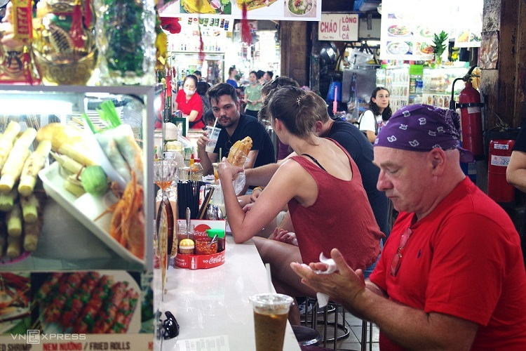 Saigon travel destinations less busy as coronavirus looms - 2