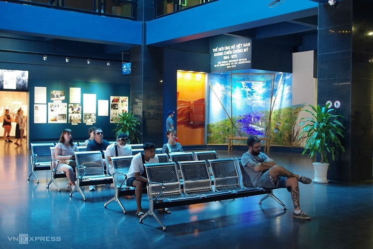 Saigon travel destinations less busy as coronavirus looms - 3
